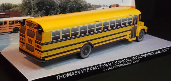 Schoolbus_foto1-International 3800 paper model